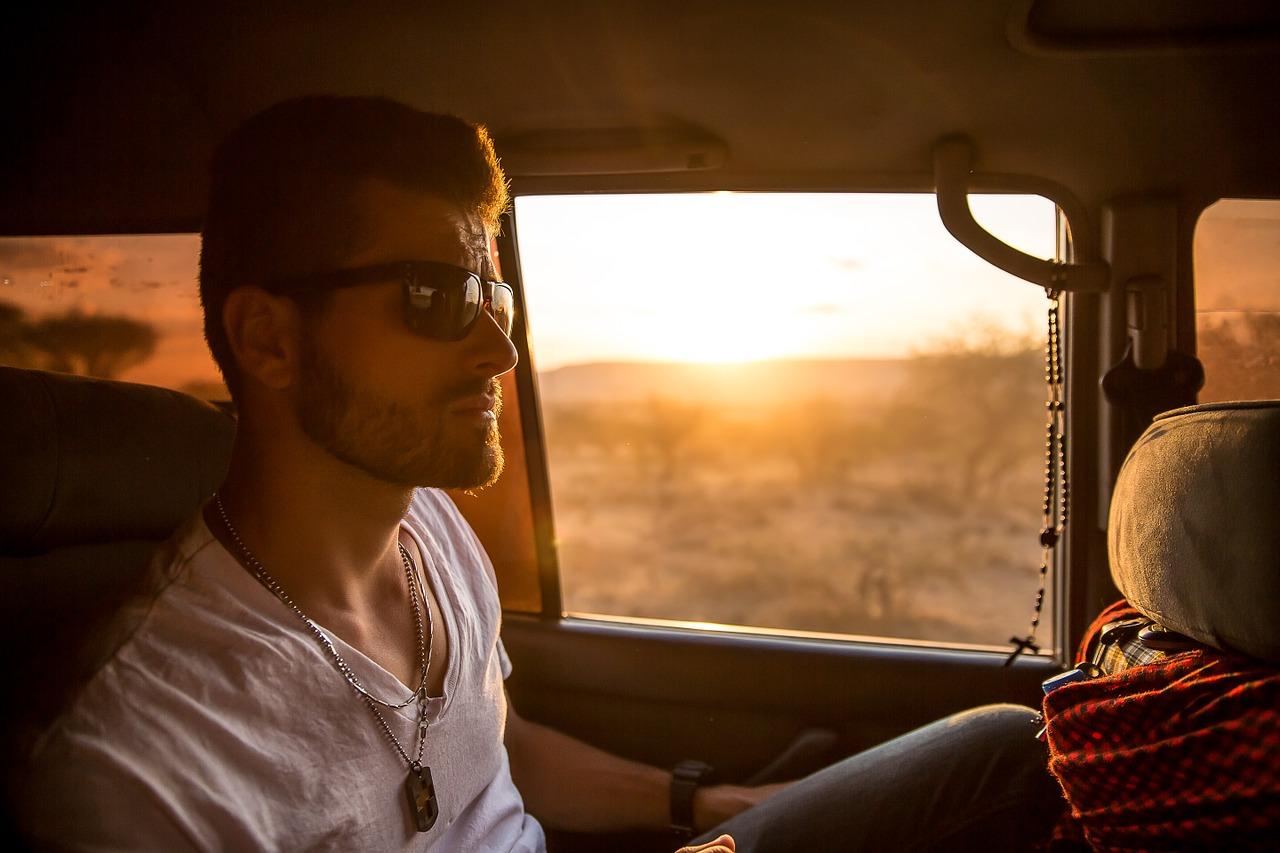 Zonnebril in de auto maakt een groot verschil!